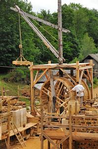 Chantier médiéval de Guédelon - Le travail des grues