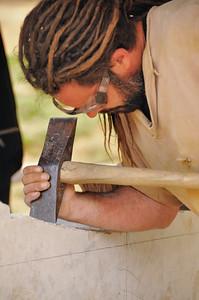 Chantier médiéval de Guédelon - Taille de la pierre, ouvrage de précision