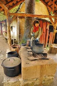 Chantier médiéval de Guédelon - La teinturière