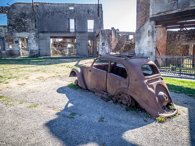 Old car - Orador sur Glane