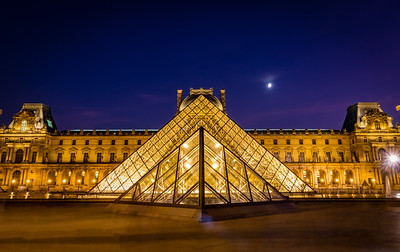Symmetry - Pyramide du Louvre, Paris