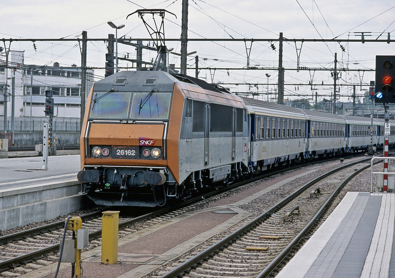 SNCF 26162 runs into Luxembourg on 14 September 2009 with NZ4330 from Nice Ville