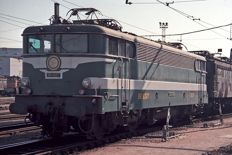 SNCF BB9327 is at Paris Sud Ouest on 21 February 1988