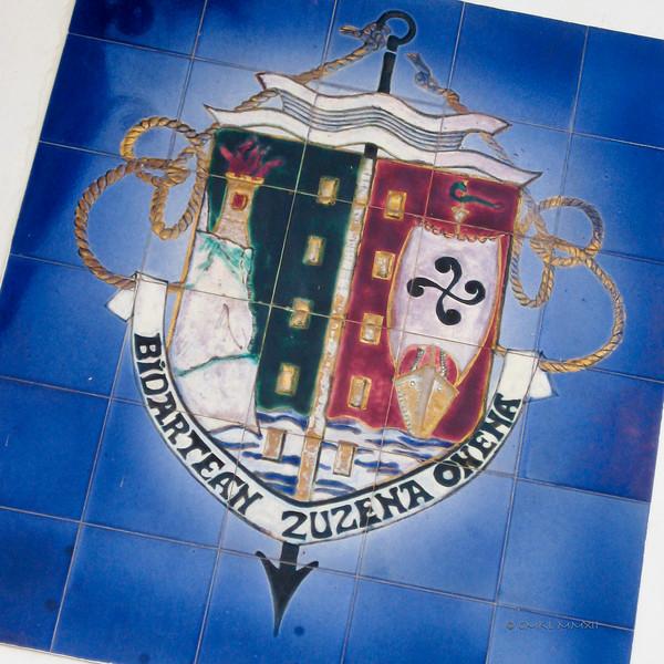 "Town crest of Atlantic seaport Bidart - BIDARTEAN ZUZENA ONENA<br /> ""Among the paths, the most direct is the best"""