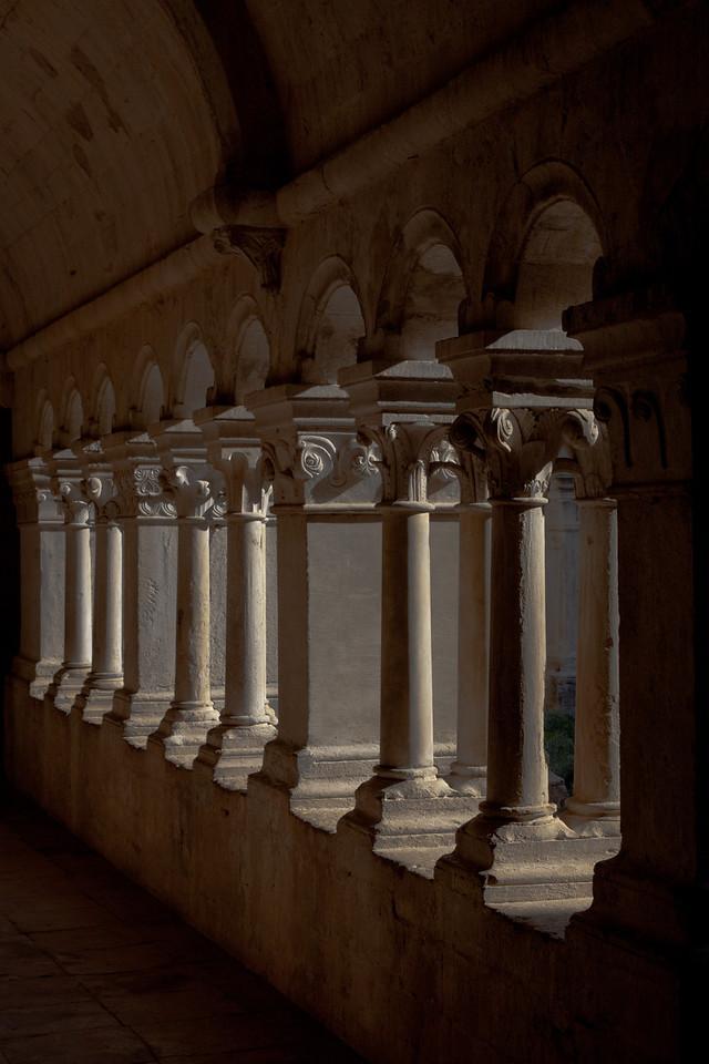 Sénanque, Notre- Dame Abbey Cloister Arcade