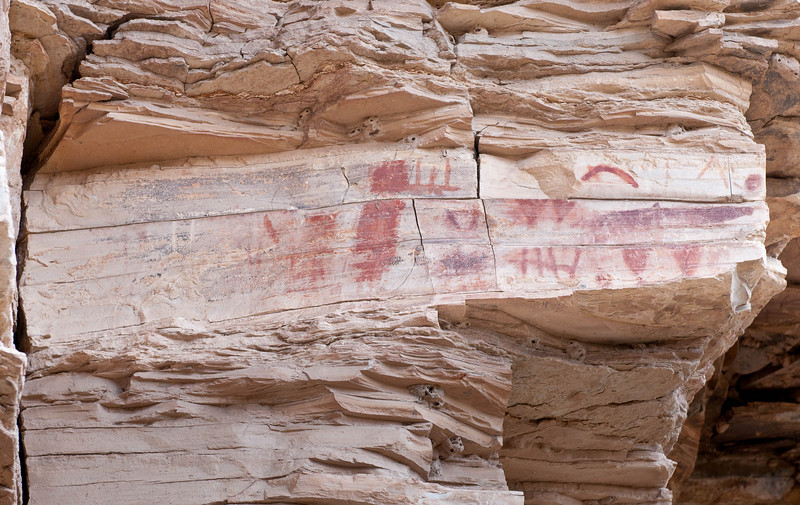 Pictographs above the river side trail to the old hot springs in Big Bend NP.