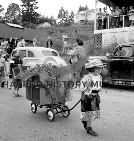 Pet Parade, girl pulling wagon; Lucy Goodman observing next to car