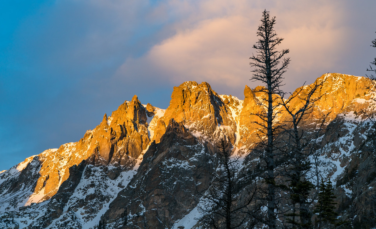 Golden Hour | Rocky Mountains Dream Lake Peaks