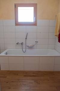 Bad EG, Badewanne mit niedriger Einstiegshöhe