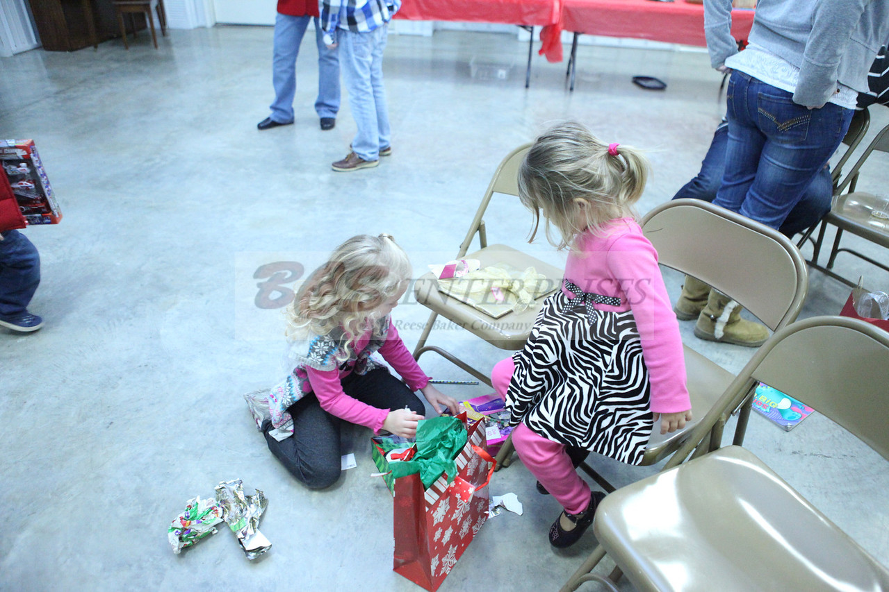 2011 Church Gift Exchange_0047