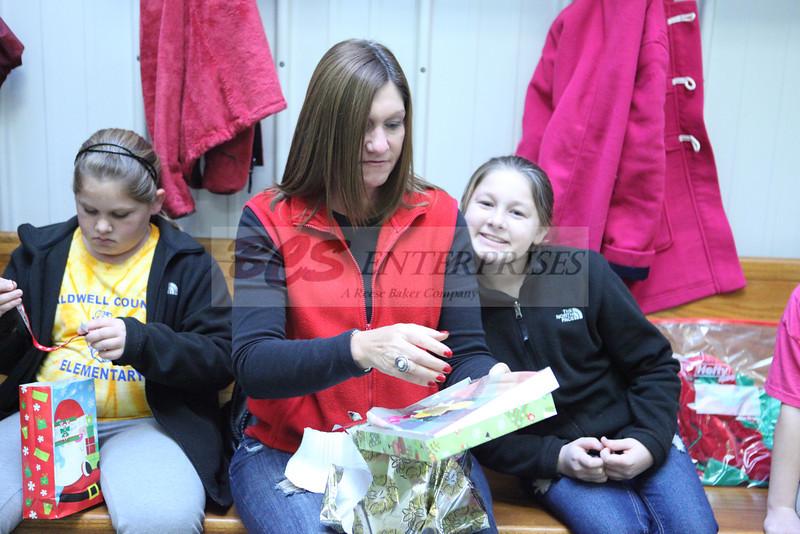 2011 Church Gift Exchange_0021