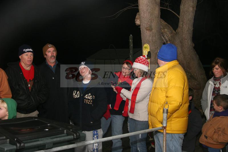 2011 Christmas Caroling_0034