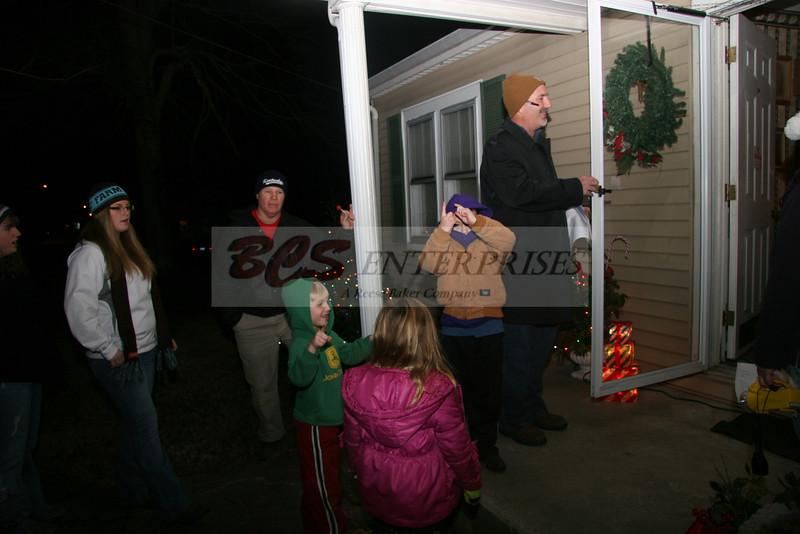 2011 Christmas Caroling_0011