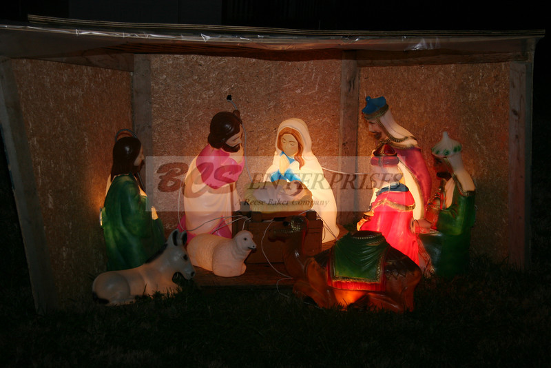 2011 Christmas Caroling_0025
