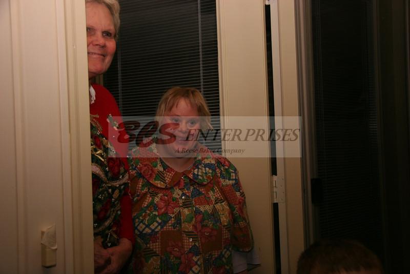 2011 Christmas Caroling_0019