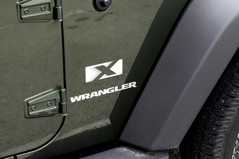 clip-015-jeep_logo-wdsm-16aug11-0179
