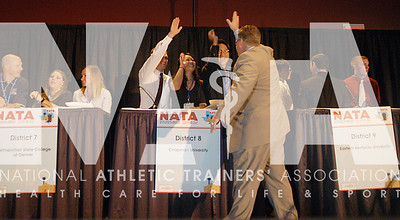 Scott Sailor, EdD, ATC, high fives Evan Kallas, Linda Duong and Todd Bui. Photo by RenŽe Fernandes/NATA