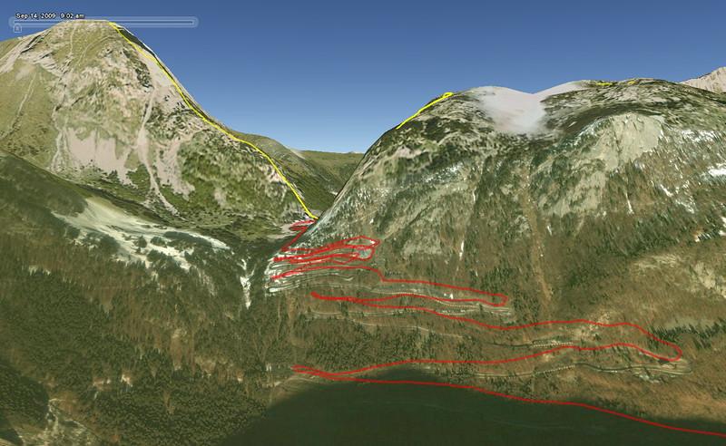 U Tolmezza jsem se rozhodl ignorovat rady navigace a øídit se radìji cedulemi. Následkem toho jsme asi o pìt kilometrù minuli dálnici a do Rakouska pøijeli pozoruhodným prùsmykem nad Tolmezzem po velmi horských silnièkách. Maximální výška - 1372 m n. m. Z obrázku není vidìt, že v onìch serpentinách byly ještì navíc tunely! (pøímo v zatáèkách). Hora, která se nad námi nalevo tyèila, mìøí cca. 2200 m a na jejích úboèích ležel sníh. A to jsme ještì navíc kvùli oblaènosti nevidìli další za ní, která má dokonce 2660 m. Nìkdy bych to tam rád vidìl za lepšího poèasí...
