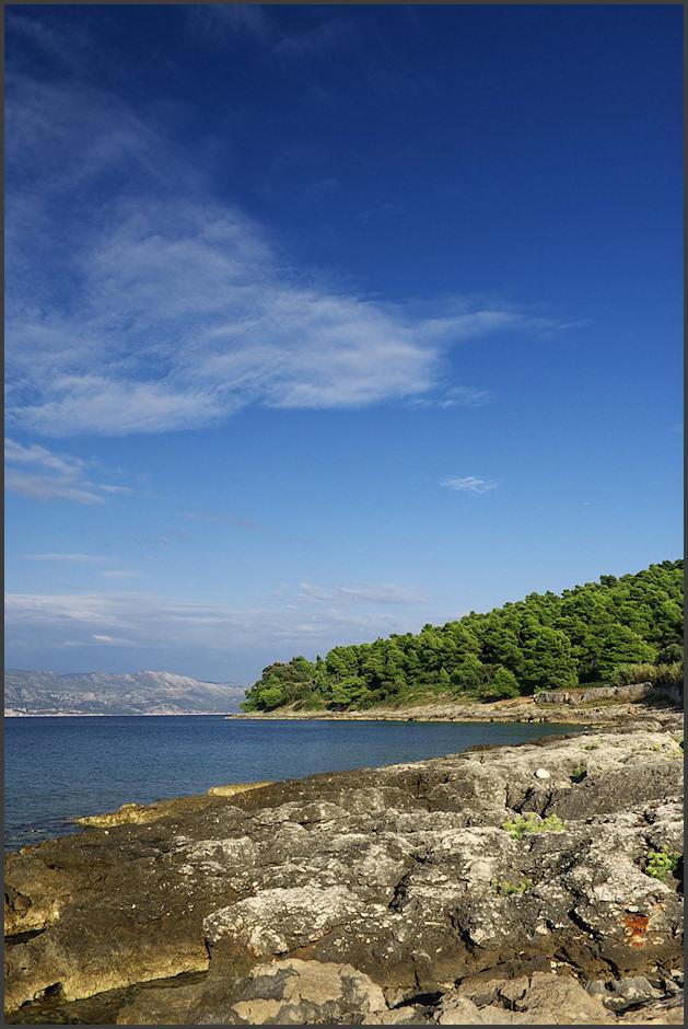 Pláž Bilin Zal v Lumbardì, respektive její kamenité pokraèování