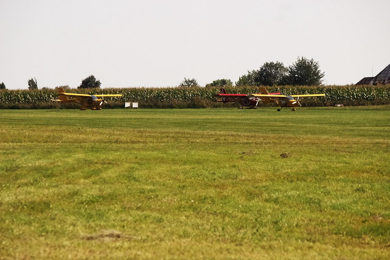 Trojice Aeropraktů se chystá ke startu.