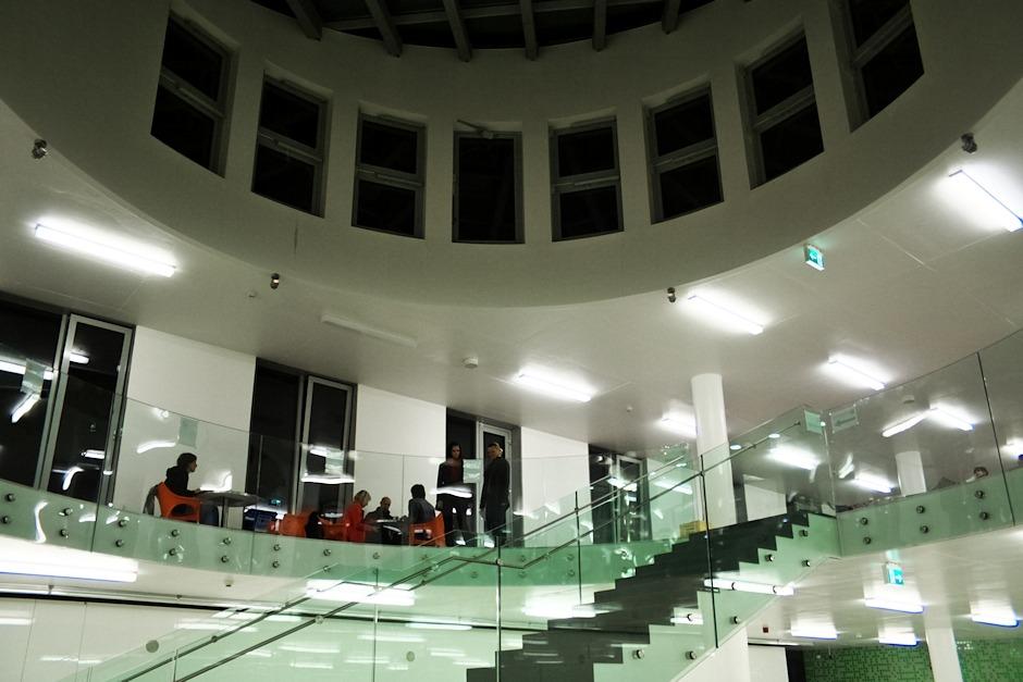 Nejvyšší patro nové budovy Univerzity Palackého, kde byly mimo jiné astronomové, vystupovaly zde kapely a také tu bylo k dispozici občerstvení.