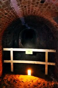 Vstup do bočních chodeb byl z pochopitelných důvodů zapovězen. Pevnost není v nejlepším stavu a o některých chodbách se dokonce ani neví, kam vlastně vedou.