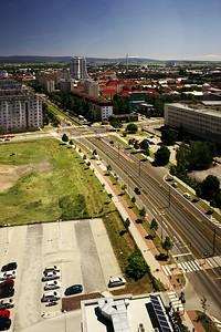 Pohled z BEA centra na třídu Kosmonautů. V pozadí neznámí telepaté a mrakodrap RCO.