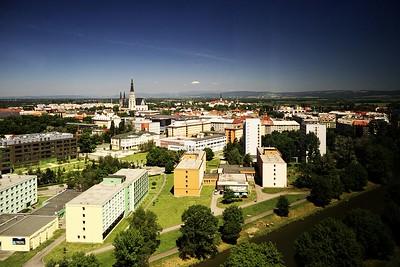Pohled z BEA centra směrem na sever na katedrálu sv. Václava a Klášterní hradisko
