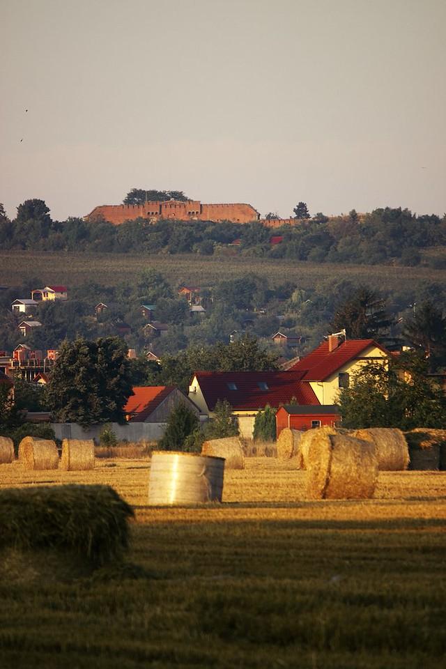 Slavonínský fort ve vycházejícím slunci