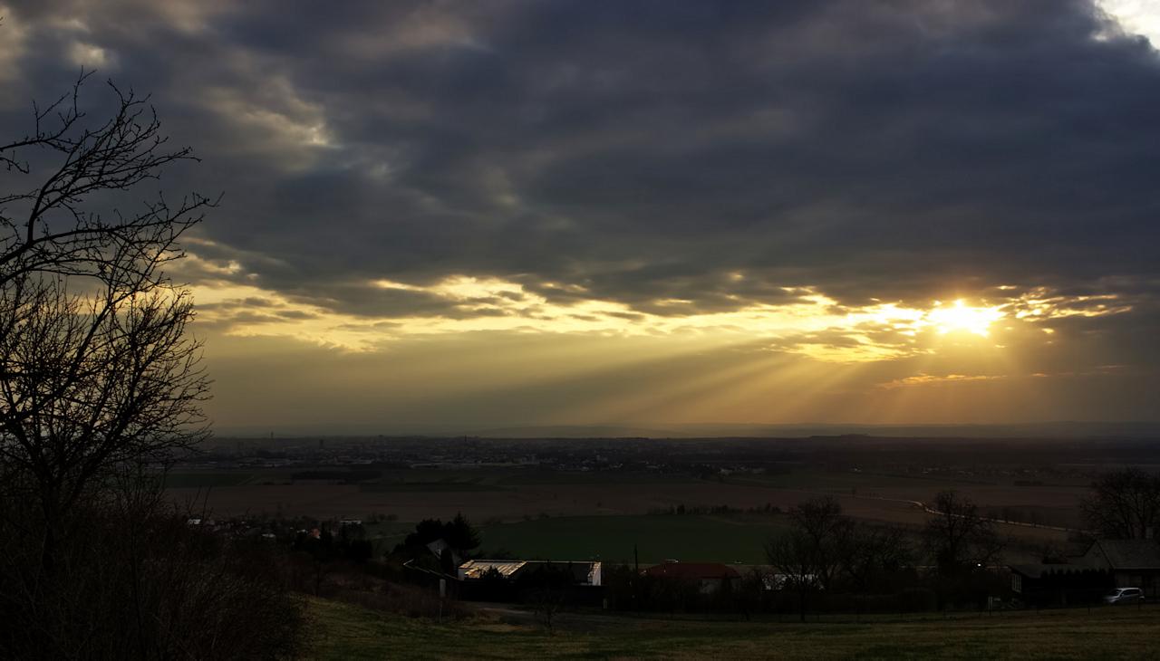 Cestou ze zoo jsem ještě chytil na Kopečku úžasný západ slunce nad Olomoucí