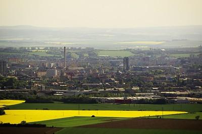 Nemůžu si pomoct, ale mně se ten mrakodrap prostě líbí. Pohled z věže rozhledny na Olomouc směrem na jihozápad.