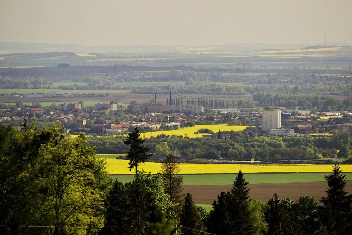 Pohled z věže rozhledny na Olomouc Holice směrem na jih.