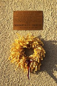 Úplně jsem to neplánoval, ale shodou okolností jsem se zde ocitl přesně v den 88. výročí prvního závodu, který se na starém Masarykově okruhu kdy jel.  It wasn't exactly planned, but as chance would have it, I visited the place on the exact day of the 88th anniversary of the first race ever held at the old Masaryk circuit.