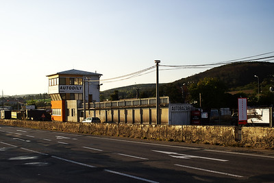 Původní výjezd ze zázemí, část boxů a západní věž.  The old paddock exit, some of the pit stalls and the west tower.