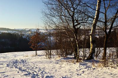 Pohled od kaple směrem na Bystré. U kaple údajně sedával Jaroslav Vrchlický a výhledem na Bystré se rád kochal.