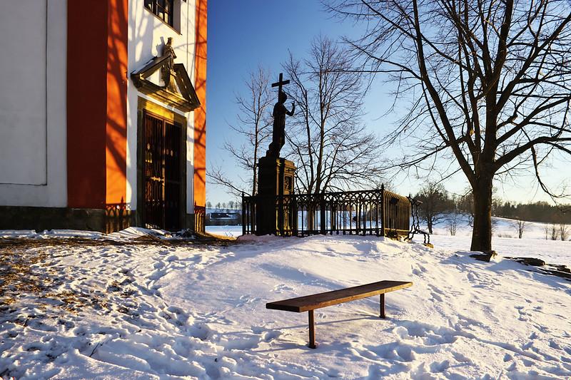 Kaplička u Hartmanic, u které údajně sedával Jaroslav Vrchlický a kochal se výhledem na Bystré.