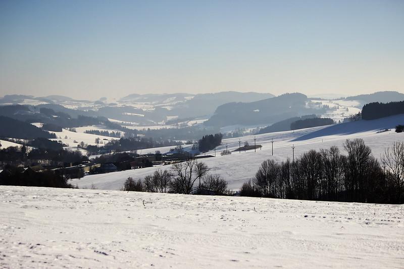 Pohled z Luckého vrchu zpátky směrem na Telecí a poté na Lačnov a Borovnici