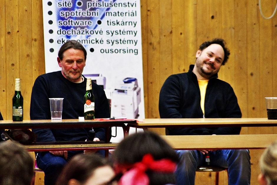 Martin Sobotka předvádí své pojetí Josefa Švejka, kterého hrál v divadle.