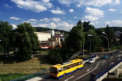 Autobus s tykadly