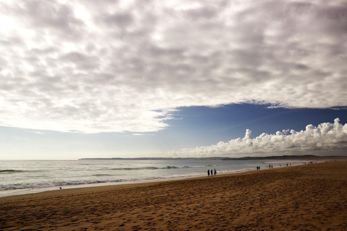 Pohled na pobřeží mezi Portimaem a Lagosem