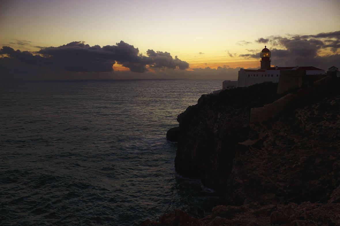 Na Cabo de Sao Vicente jsou útesy vyšší než u pevnosti, tady mají kolem 70 metrů