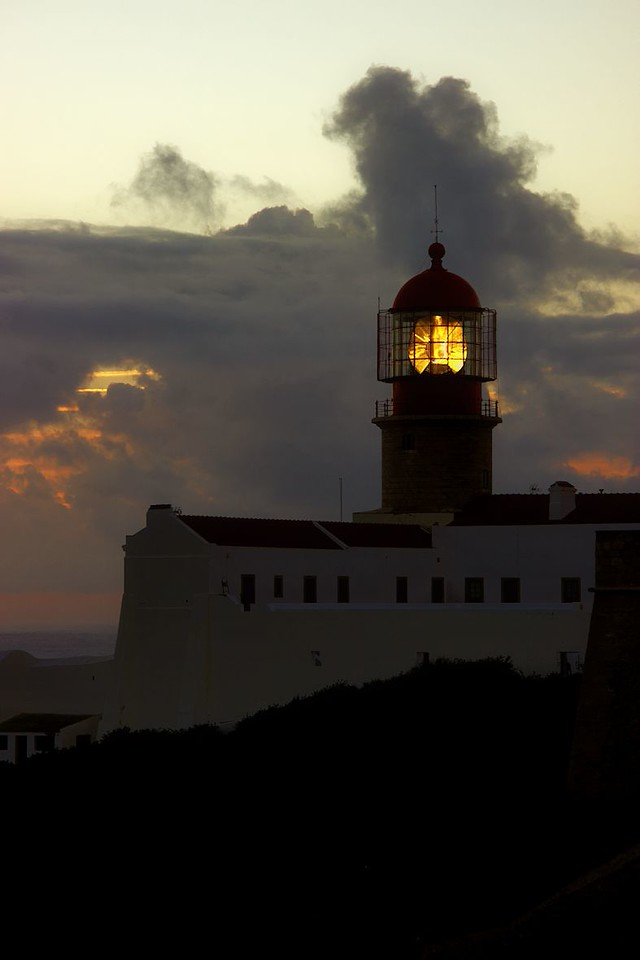 Maják na Cabo de Sao Vicente patří mezi nejvýkonnější v Evropě. Má dvě tisíciwattové lampy, které lze zahlédnout až 60 km daleko.