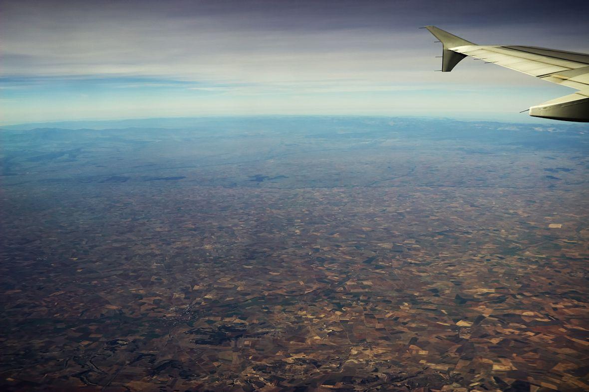 Pohled k severnímu španělskému pobřeží při přeletu zhruba nad městem Valladolid