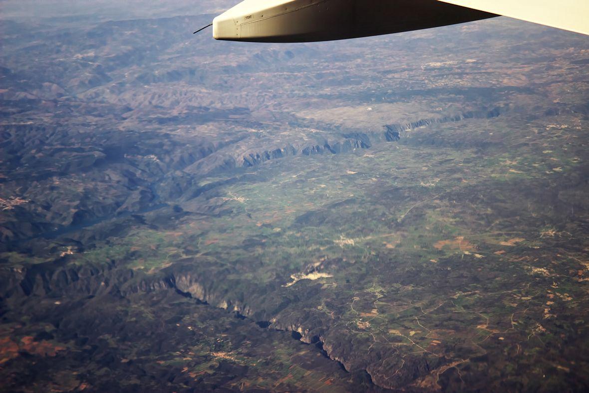Soutok řek Rio Huebra (dole) a Rio Duero (nahoře). Rio Duero současně tvoří hranici mezi Portugalskem a Španělskem.