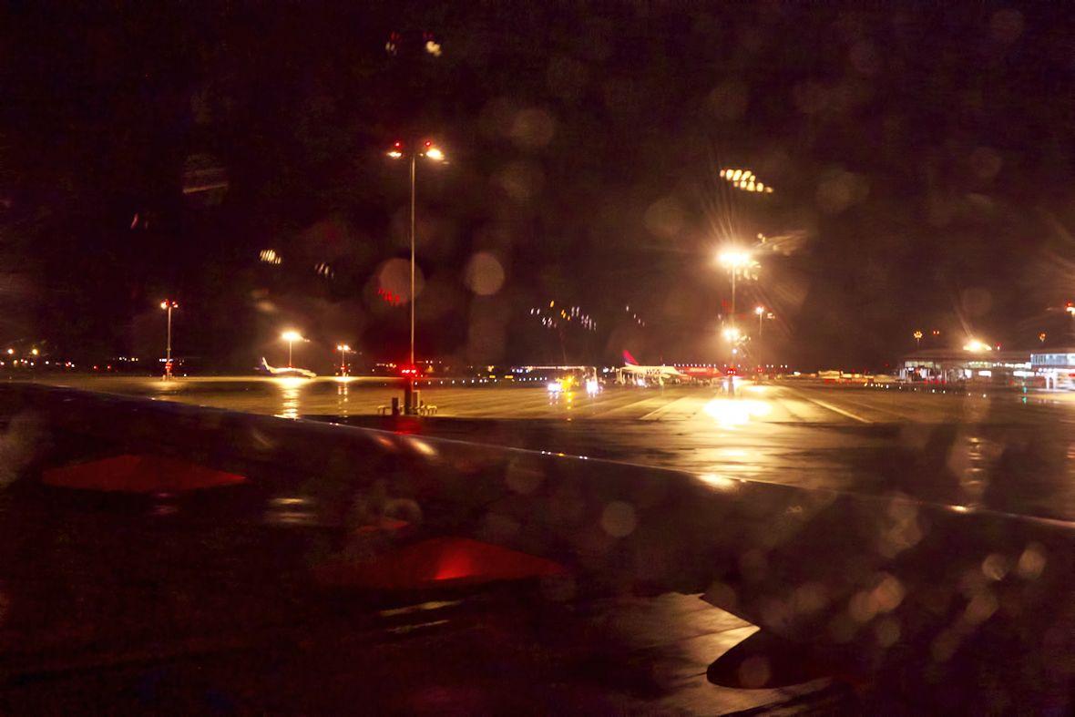 Vítá vás Letiště Václava Havla. Jistě se vám po České republice velmi stýskalo.