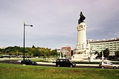 Památník markýze de Pombal a vnitřní úroveň zmíněného kruhového objezdu