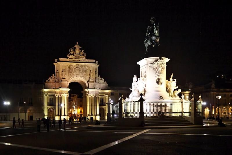 Praca do Comercio - oblouk a jezdecká socha