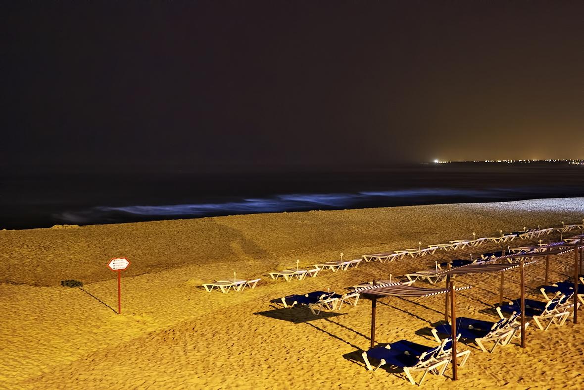Poslední večeře u moře. Zpátky na Praia Galé v jedné ze dvou místních restaurací. Výtečné, mimochodem.