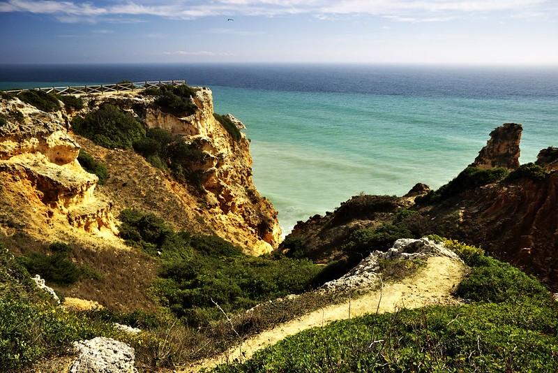 Vyhlídka na útesu nad Praia de Marinha