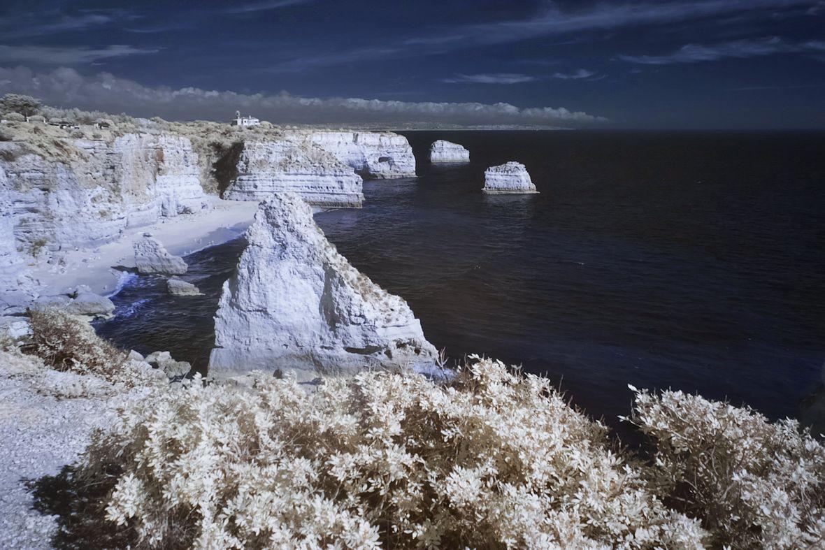 Praia da Marinha a okolní útesy v infračervené